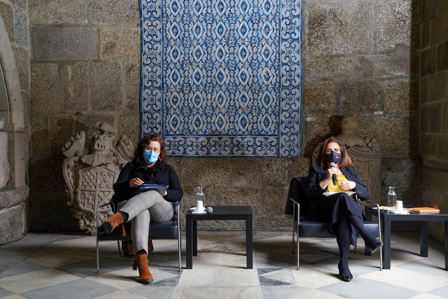 Micaela Ramon (UMinho) e Adelina Pinto (CM Guimarães) na conferência de imprensa