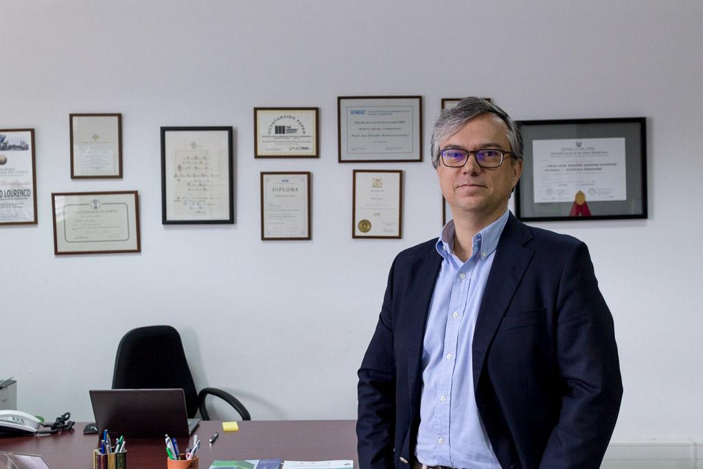 Paulo Lourenço na Escola de Engenharia da UMinho, no campus de Azurém, Guimarães (foto: GCI/EEUM)