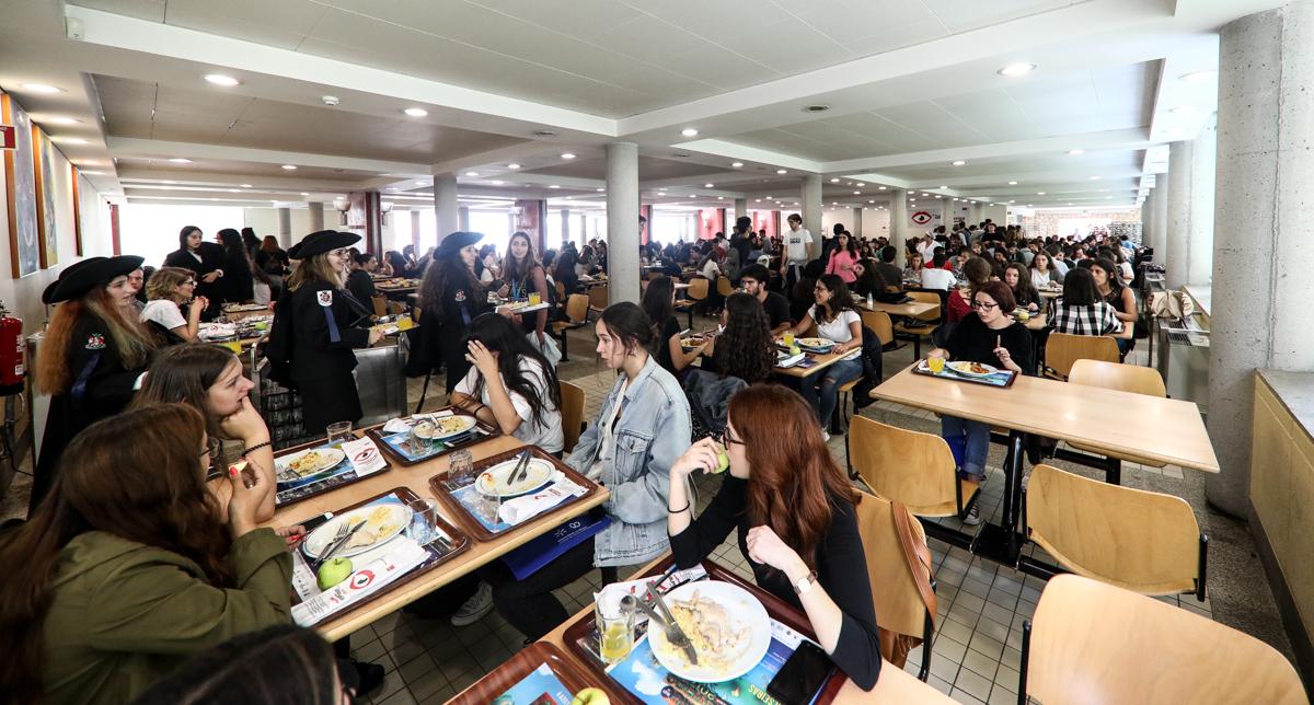 Almoço na cantina oferecido aos novos alunos (foto de Nuno Gonçalves/UMdicas)