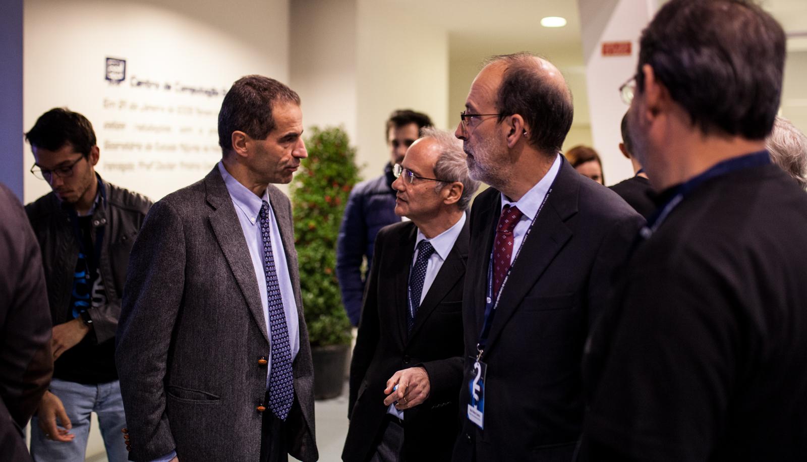 Conversa à chegada (foto: Nuno Gonçalves)