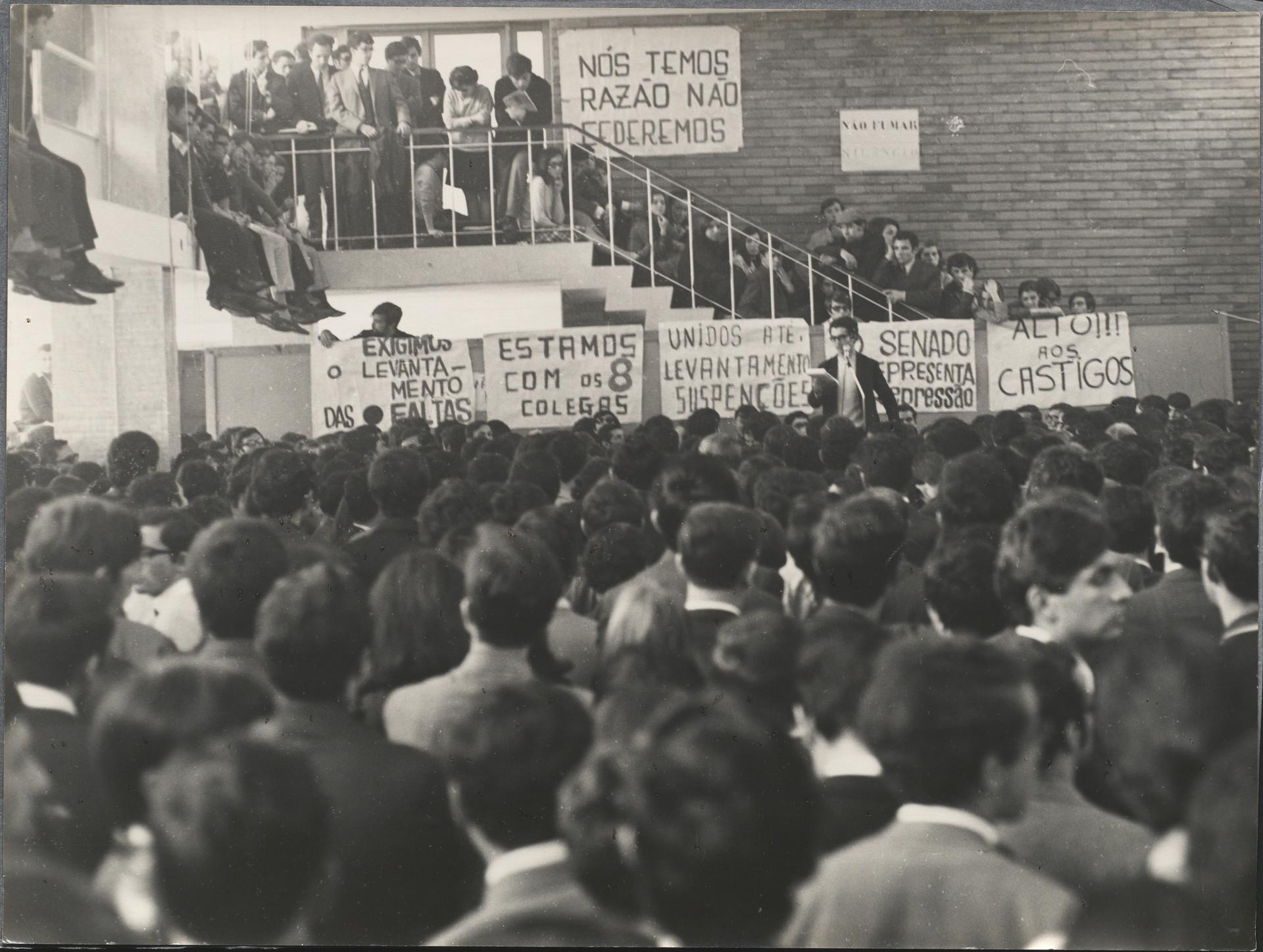 Uma assembleia magna dos estudantes